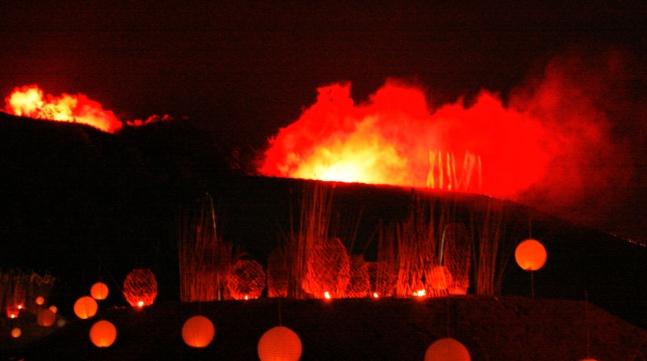 """ExtraSchicht Halde Hoheward  """"Die gigantische Illumination der Halde am Fuße der Hertener Zeche Ewald geriet am Samstag zum mitternächtlichen Höhepunkt der langen Nacht der Industriekultur."""" waz 05.06.23007"""