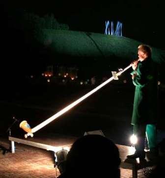 """waz 05.06.23007: """"Die gigantische Illumination der Halde am Fuße der Hertener Zeche Ewald geriet am Samstag zum mitternächtlichen Höhepunkt der langen Nacht der Industriekultur."""""""
