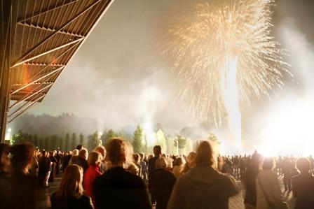 Ruhrtriennale, Konzeptfeuerwerk zur Eröffnungsfeier, Jahrhunderthalle, Bochum, Foto Dieter Telen in gross - klicken