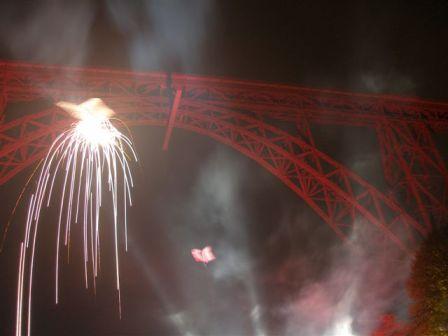 brückenzauber - klein - zum vergroessern klickenBrückenzauber, Regionale 2006, Müngstener Brücke, Drachen- und Feuerwerkperformance,