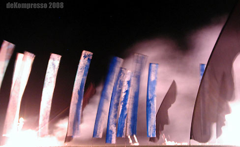 illumination-fahneninstallation-projektion- pyroperformance-dekrompresso