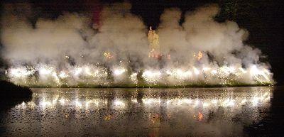 Neuhardenbergnacht, Trommelfeuerwerk, Saisoneröffnung auf Schloss Neuhardenberg,