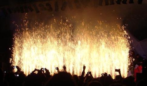 Feuerwand , 40 Jahre Burg Herzberg Festival, Bühnenfeuerwerk für die Band GROBSCHNITT