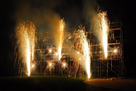 aufbauten für Bodenfeuerwerk, Seegeflüster, open air festival, Konzeptfeuerwerk, Hagen, am Hengsteysee